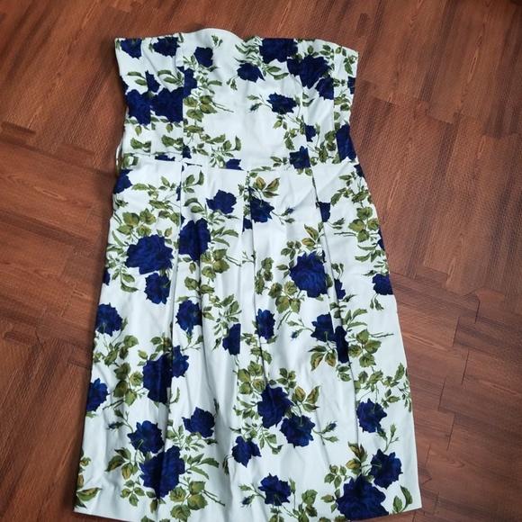 Forever 21 Dresses & Skirts - Forever21 strapless floral dress
